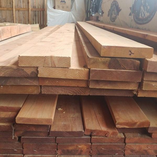 Bois pour patio en bois traité brun